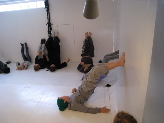 Snu rommet, veggen blir gulvet, gulvet er veggen.